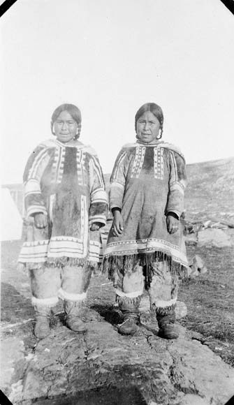 Photo Two Inuit women dressed Pond Inlet 1922